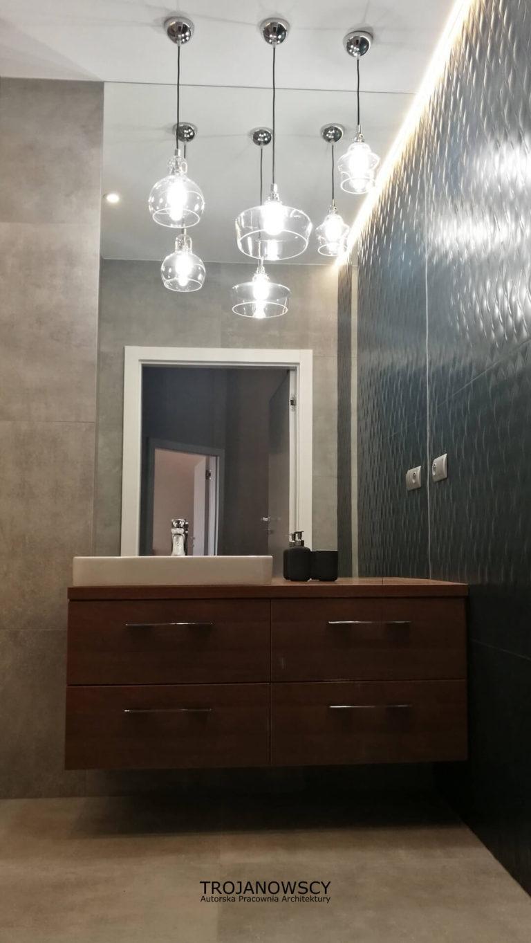 nowoczesna łazienka, duże lustra, szklane lampy