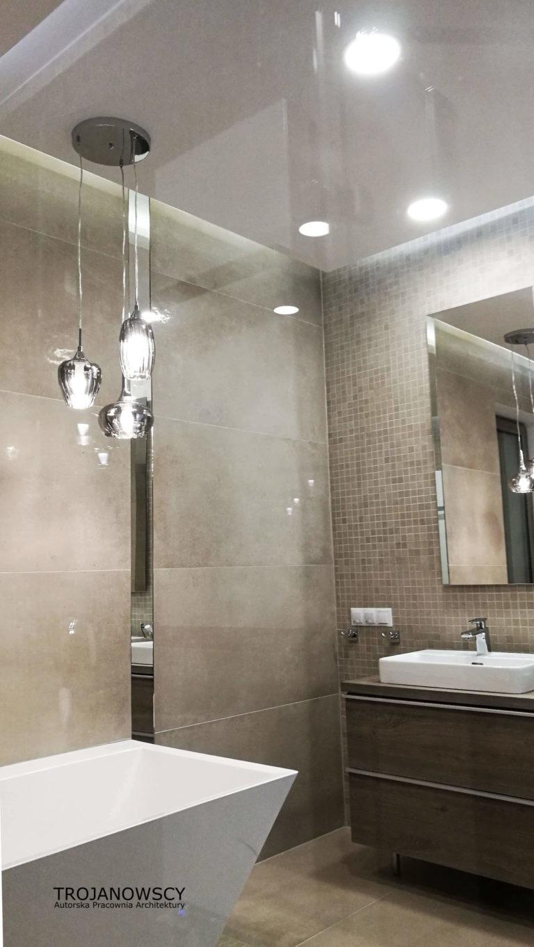 metal i szkło w łazience