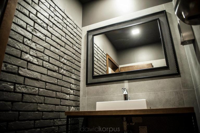 nowoczesna toaleta w klubie