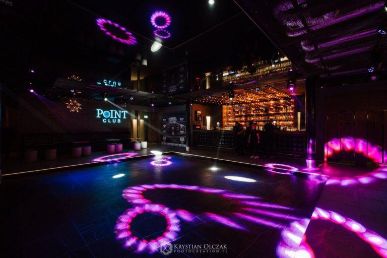 oświetlony parkiet klubu Point Club