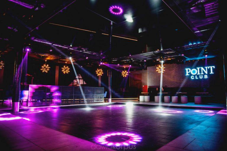 parkiet i oświetlenie w klubie